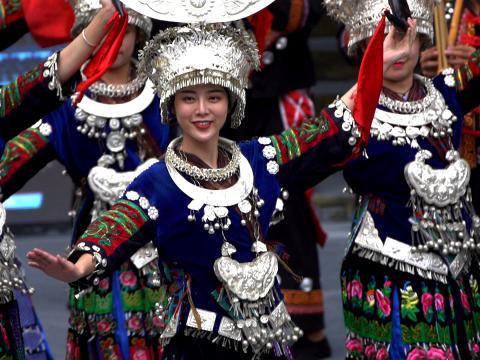 西江千户苗寨的传统苗族服装,极具特色。