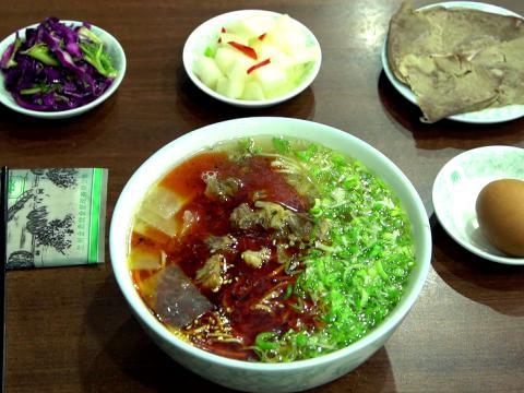 兰州拉面是当地招牌美食,已被列为非物质文化遗产。