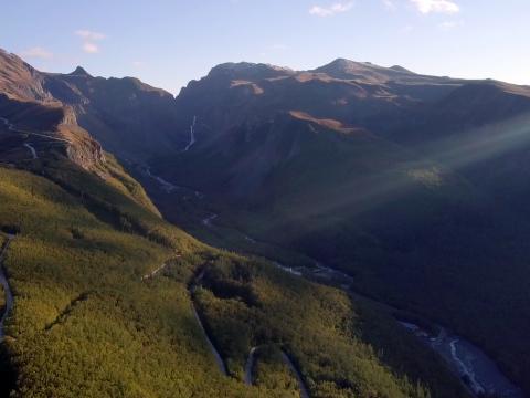 长白山是中国东北地区的最高峰,曾被多个北方民族奉为神山。