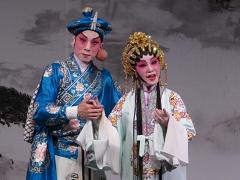 李龙曾与尹飞燕组成「龙腾燕剧团」(《大锣大鼓好戏派》图片)